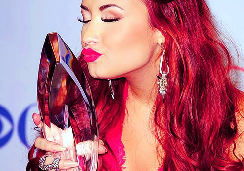 award, demi, gorgerous, kiss, lovato