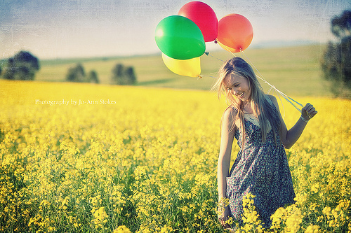 balloons, cool, day, fields, flores, flower, flowers, girl, grass, green, lovely, lucy, nice, orange, photography, pretty, red, smile, sol, summer, sun, sunlight, sweet, yellow