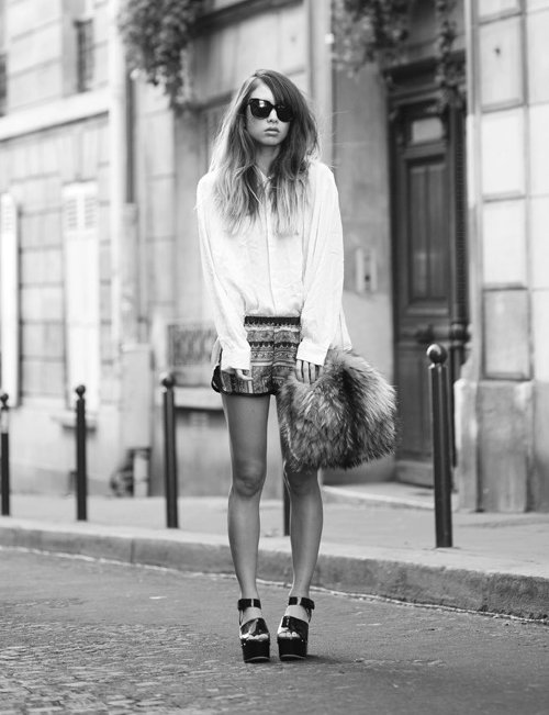 b&w, beautiful, black and write, cute, fashion, girl, glasses, hair, image, moda, perfect, photo, photography, picture, pretty, shoes, style
