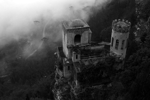 b&amp;w, black &amp; white, black and white, castle, dark