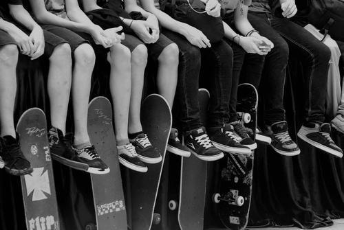 b&w, black and white, boys, cool, friends, happiness, people, skate, skateboard, skaters