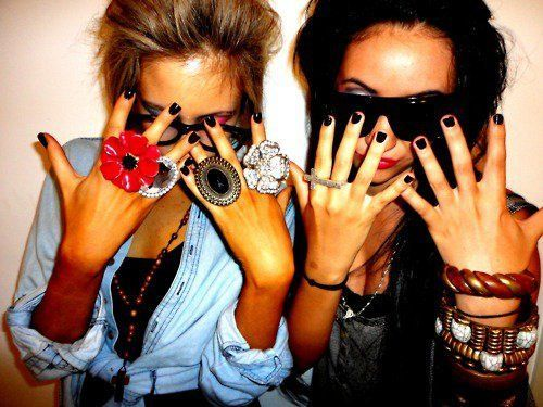 beautiful, bestfriends, blonde, brunette, fashion, girls, jwellery, sunglasses, swag