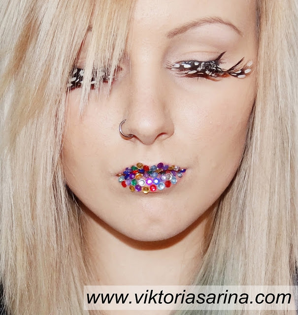 beautyful, blonde, colorful, fake eyelashes, feather