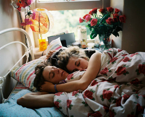 bed, bedroom, beds, boy, boyfriend, boyfriend and girlfriend, couple, flower, flowers, girl, girlfriend, juice, lights, love, photography, pretty, room, vintage