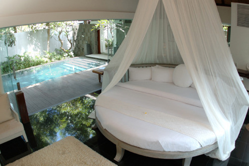 Bed bedroom house photo pool image 428091 on for Pool canopy bed