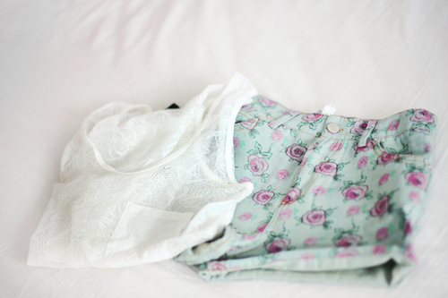 bed, clothes, fashion, floral, necklace