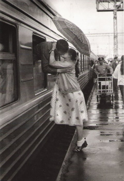 black and white, classic, couple, kiss, love, romance, sofis, train