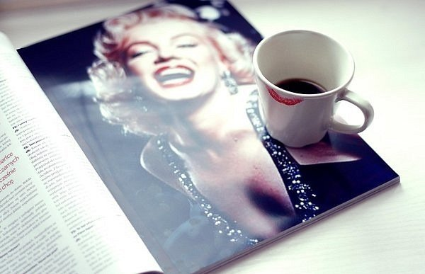 blonde, coffee, cute <3, fashion, girl, glitter, lipstick, magazine, marilyn monroe, photography, sparkley, vintage
