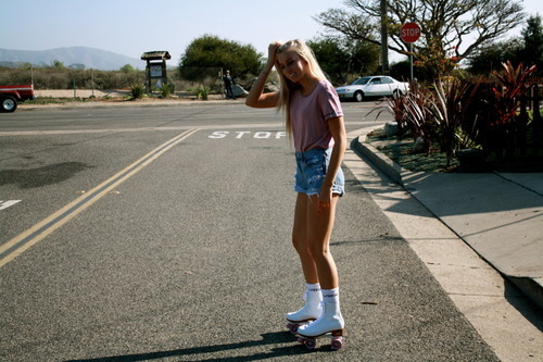 blonde, cool, girl, hipster, indie, love, photography, pretty, rollerblades, rollerskates, skate, street, summer, vintage