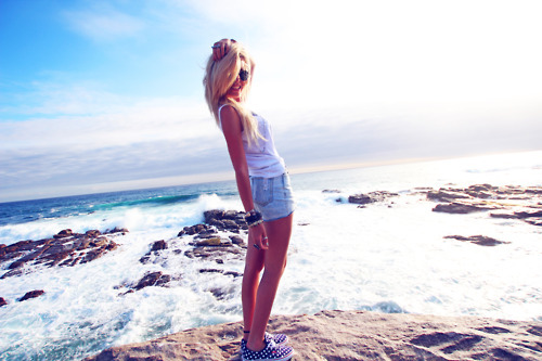 blonde, cute, fashion, hair, high waisted, hipster, indie, ocean, photography, samm christy, sea, shoes, shorts, skinny, summer, sunshine, thin, thinspo, vans