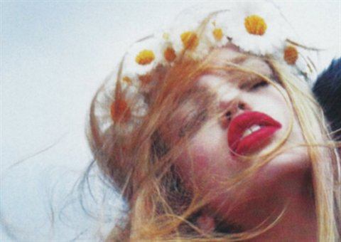 blonde, daphne groeneveld, flowers, girl, hair, lips, long hair, model, photo, photography, red lips, red lipstick, vintage, wind, young
