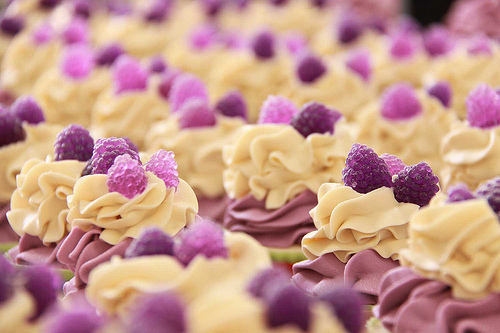 cake, cupcake, delcisious, phoro, photography, purple, purple cupcakes, rasberries, rasberry, yum