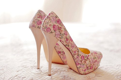 classy, cute, elegant, fashion, flower, flower print, flowers, girly, high heels, perfect, pink, pink heels, pretty, rose, roses, shoe, shoes, style