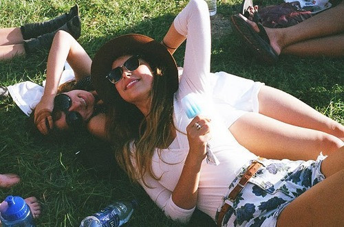 fashion, friends, girl, girls, laugh, mode, pretty, smile, summer, sunshine