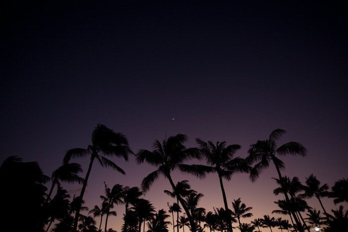 http://s3.favim.com/orig/46/geeeez-hawaii-moon-nature-night-Favim.com-426583.jpg