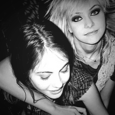 agnes, b & w, drunk, friends, gossip girl, jenny, party, photography, vintage, willa holland