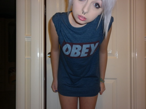 alternative, blond hair, blonde, girl, hair, obey, picture, piercing, shirt