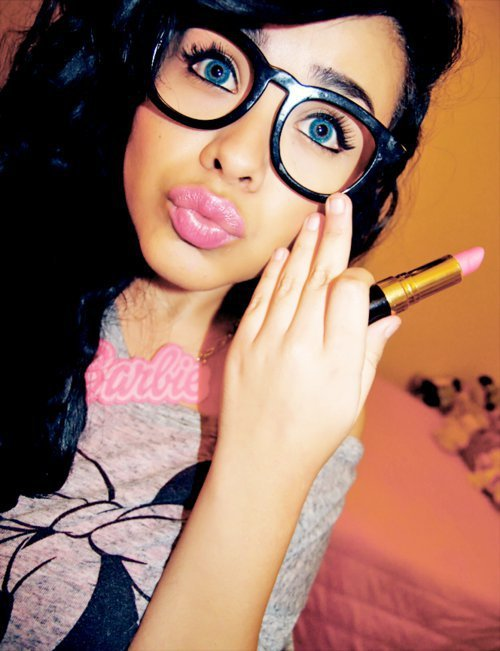 amazing, beautiful, big lips, duck face, duckface, girl, glasses, pink lips, pink lipstick, sunglasses