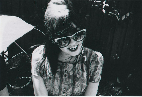b&w, black and white, cute, fashion, girl, glasses, hipster, photography, pretty, retro, smile, vintage