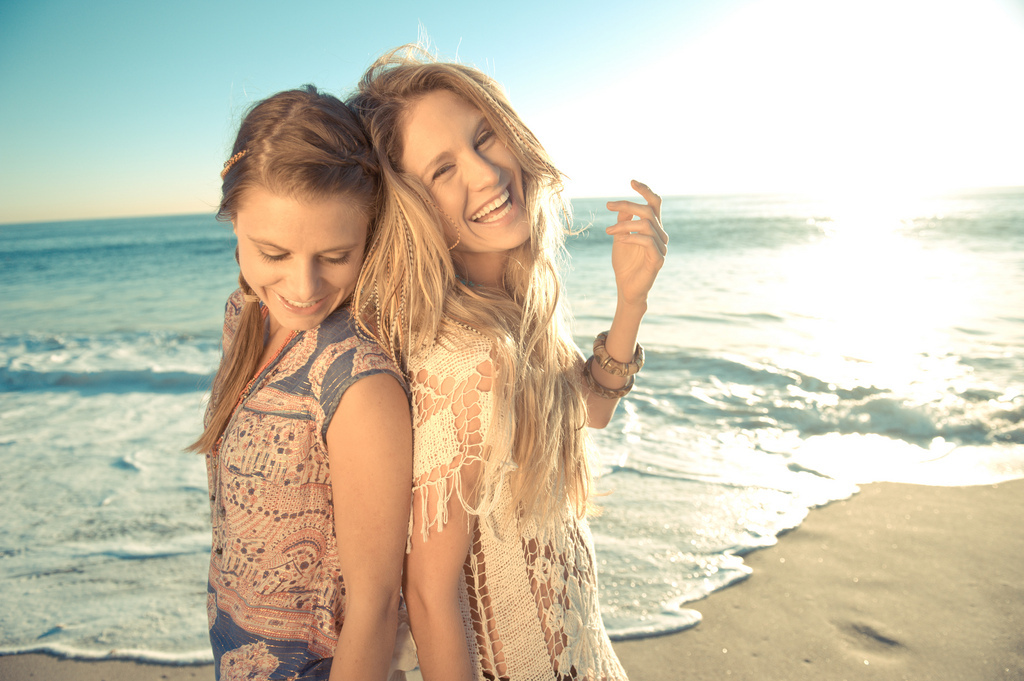 http://s3.favim.com/orig/47/beach-best-friends-girls-laughing-summer-Favim.com-431816.jpg