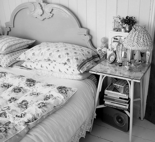 beautiful, bed, bedroom, black and white, clock, flower, flowers, lemp, ligh, lovely, pilow, pretty, radio, room