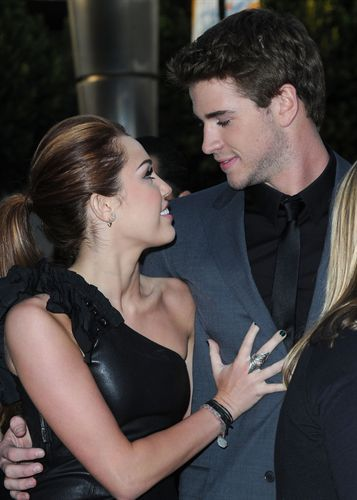 beautiful, couple, cute, liam hemsworth, love