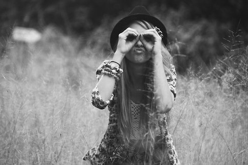 beauty, black and white, face, funny face, girl, hair, hat, indie, infinite, kiss, love, photo