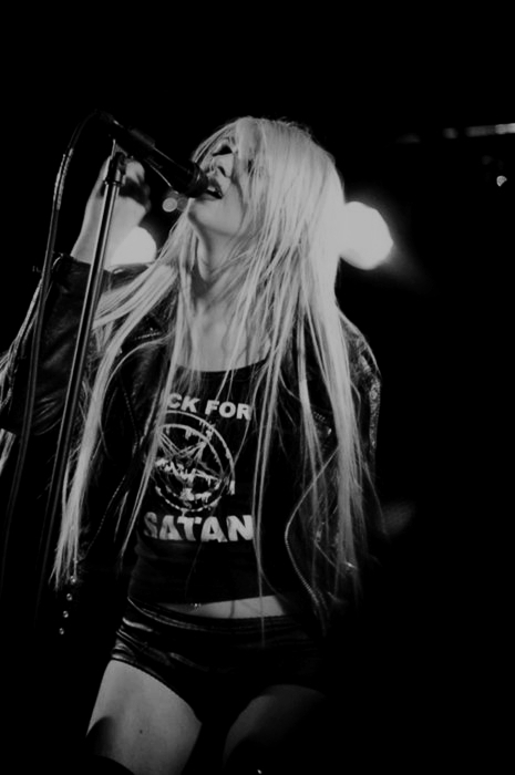 black and white, taylor momsen, the pretty reckless