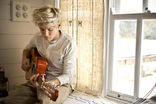 blond, boy, guitar, hottie, music, niall horan, one direction